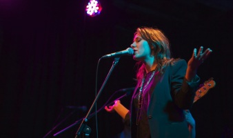 Ella Hooper live at The Toff