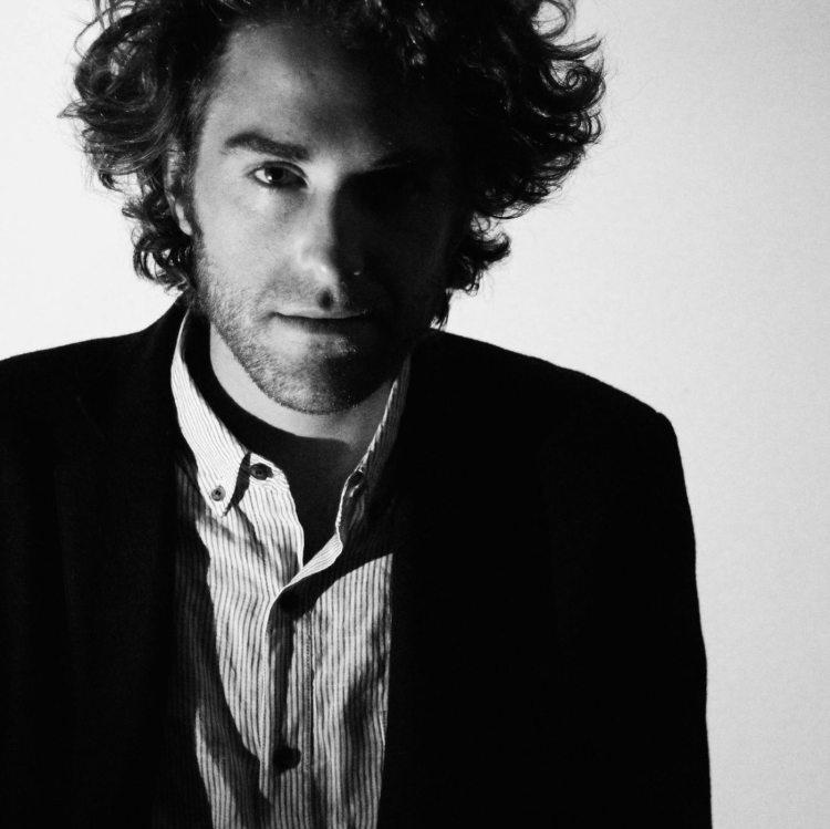 Australian independent singer-songwriter Matt Walters