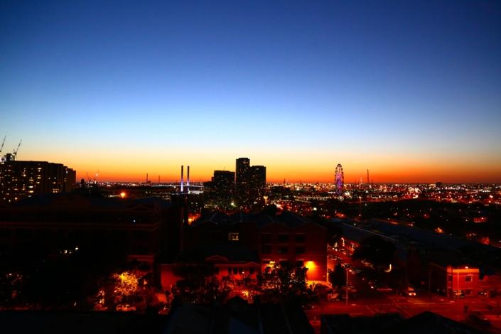 Melbourne Docklands Sunset Photo credit: Dan Wilkinson (Hot & Delicious: Rocks The Planet). https://hotndelicious.com/