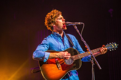 Vance Joy live at Verizon Theatre in Grand Prairie, Texas Photos by Dan Wilkinson (Hot & Delicious: Rocks The Planet). info@hotndelicious.com https://hotndelicious.com/