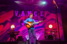 Vance Joy live at Verizon Theatre in Grand Prairie, Texas Photos by Dan Wilkinson (Hot & Delicious: Rocks The Planet). info@hotndelicious.com https://hotndelicious.com/