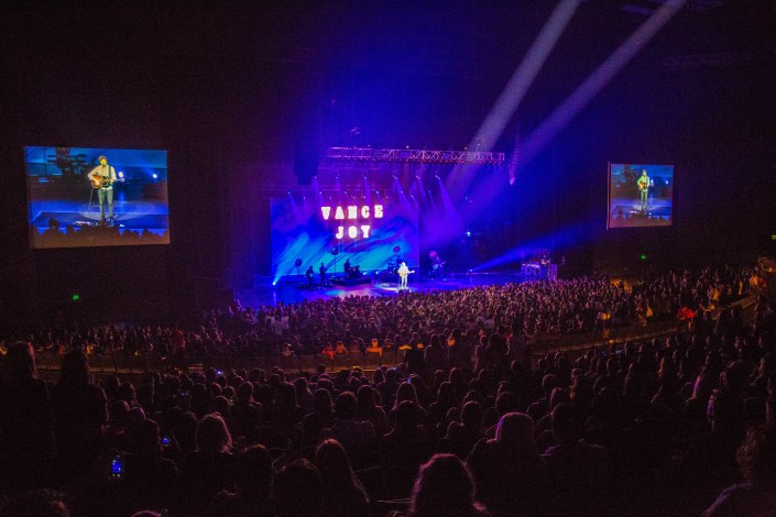 Click for more photos of Vance Joy live at Verizon Theatre in Grand Prairie, Texas.