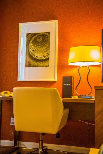 RADISSON HOTEL & SUITES AUSTIN DOWNTOWN Photos by Dan Wilkinson (Hot & Delicious: Rocks The Planet). info@hotndelicious.com https://hotndelicious.com/