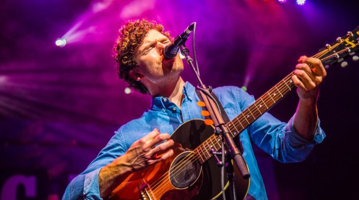 Vance Joy live at Verizon Theatre in Grand Prairie, Texas. Photo by Dan Wilkinson (Hot & Delicious: Rocks The Planet!)