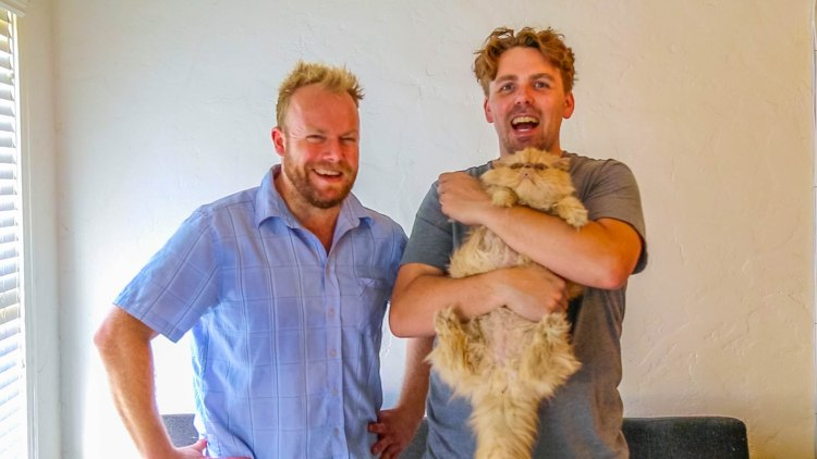 'Hot & Delicious Rocks The Planet' kicks it in LA with comedian & podcaster Steele Saunders. https://hotndelicious.com/