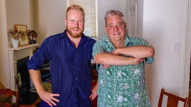 Aussie comedian & media personality Mikey Robins joins us on Hot & Delicious in Sydney!