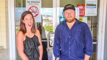 Anna Massie (The Ladies Lounge podcast) joins Hot & Delicious in Bondi Beach