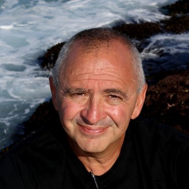 Remo Giuffré (founder & director of TEDxSydney) is one of 2 special guests at Hot & Delicious: Rocks The Planet! LIVE podcast in Sydney.