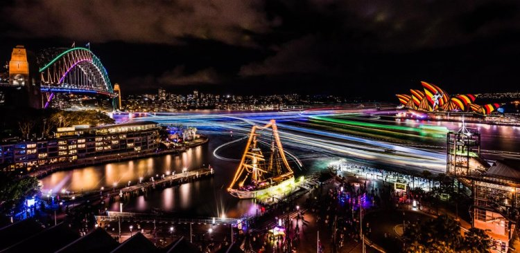 Vivid-Sydney-2016_Sydney-Harbour_CREDIT-Destination-NSW_KM-copy