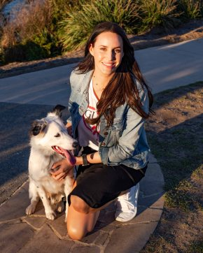 Bondi Pupperazzi photoshoot with Lauren Vickers + Kye in Bondi Beach